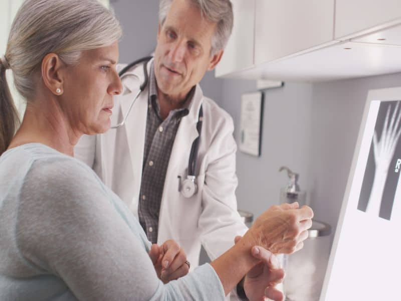 Second BMD Measurement Not Beneficial for Identifying Hip Fracture