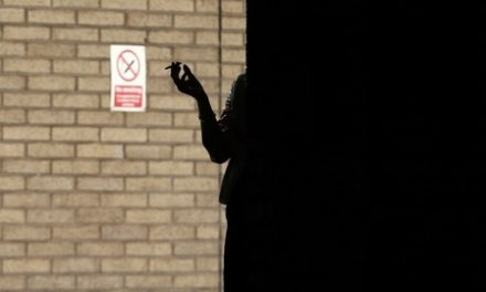 Weight gain temporarily hikes diabetes risk when smokers quit
